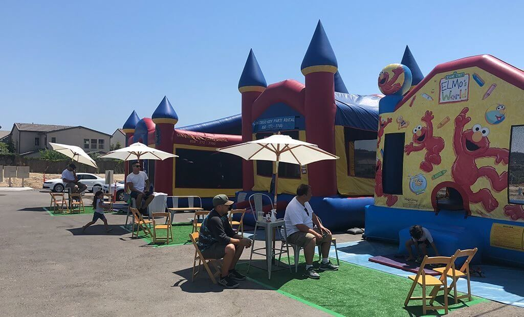 elmos-world-bouncy-castle-1024x620