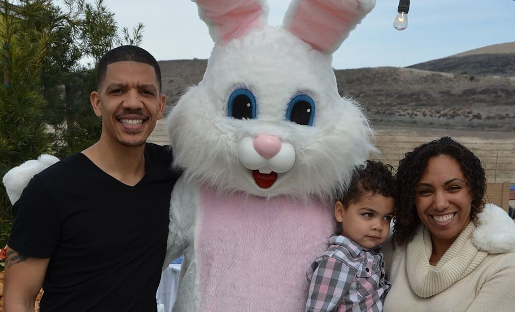 family-with-easter-bunny-1024x620