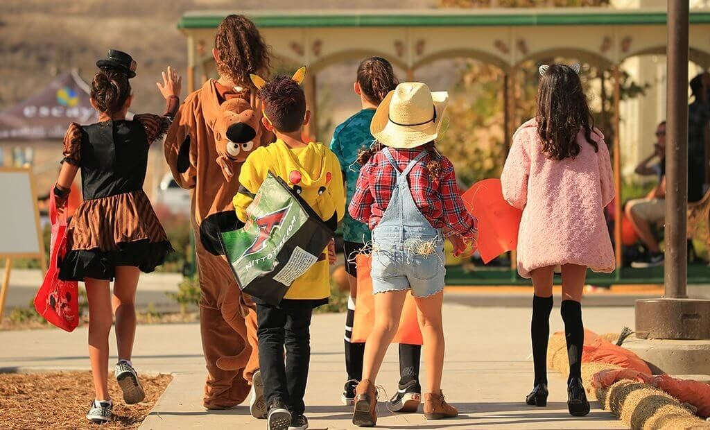 group-of-kids-halloween-costumes-1024x620