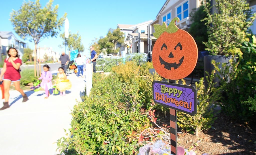 happy-halloween-sign-1024x620