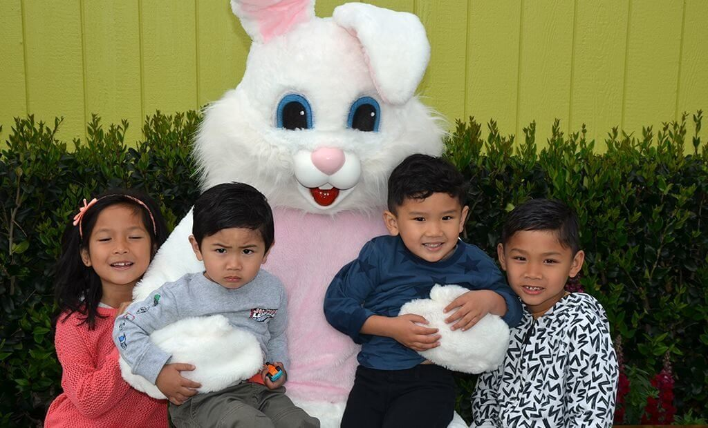 pic-with-the-easter-bunny-1024x620