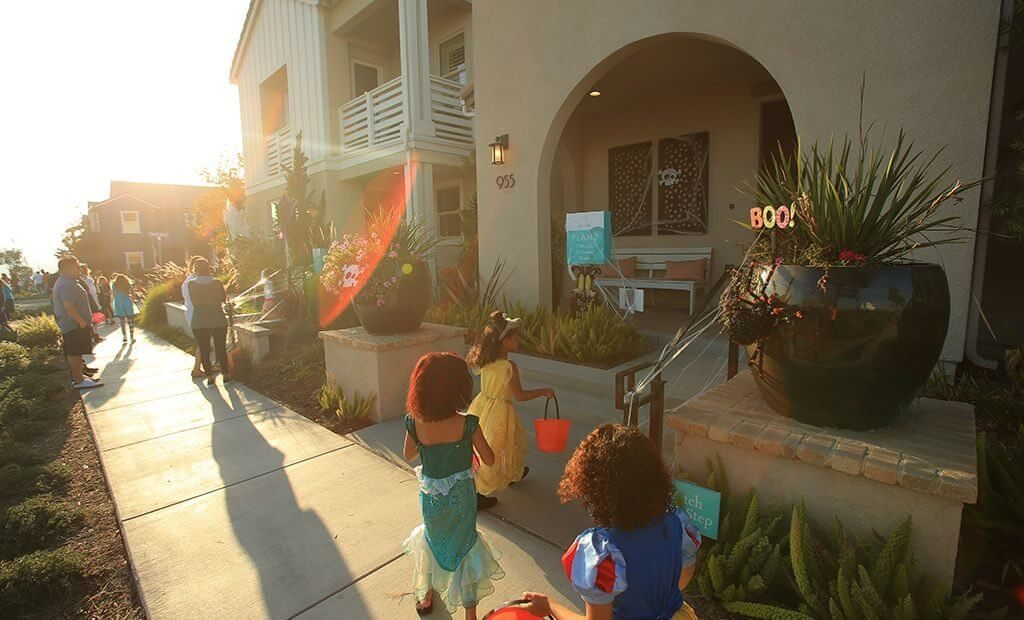 trick-or-treating-town-center-1024x620